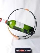Porte bouteille verseur rotin et métal